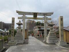 すぐに豊国神社の鳥居が見えてきました。