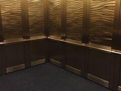 12日目(水)。 この日はオフだったので1日観光。 まずはシェッド水族館へ。 最初に乗ったエレベーターの大きさ&豪華さにびっくり。  そして水族館自体が博物館のような作り・デザインで、日本の水族館のイメージとは違う感覚でした。