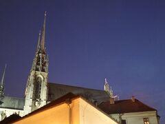 帰りに大聖堂にちょっと立ち寄り。真っ暗です。