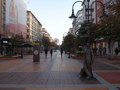 ヴィトシャ通りの一番南側から聖ネデリヤ教会に向かって歩きます。