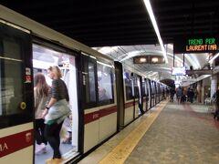 ローマ市街地に戻ってきて地下鉄です。