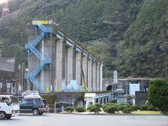 「佐久間ダム」から「秋葉ダム」にやって来ました 「佐久間ダム」から「秋葉ダム」は主に国道152号線で天竜川に沿って下り、24km程の道のり