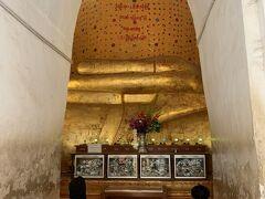 こちらはマヌハ・パヤの仏像。 ここから見えているのは仏様の指と胴体の一部です。