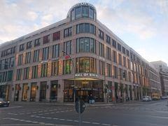 ブランデンブルグ門からホテルまでは歩いて10分ほどやけど、『14時以降やないとチェックインできん』というメッセージが来ていたので、先にお昼ごはん食べることにしました。この前ワルシャワで食べた『フォー』が忘れられず、すぐ近くにある『モールオブベルリン』というショッピングセンターに入りました。