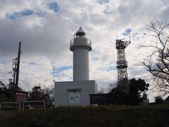 15時のチェックインまで1時間ほどあったので、3月にも来た越前岬水仙ランドに寄ってみました。 越前岬灯台。