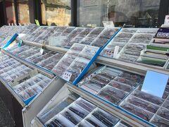 北鯖江PAに寄ったら、すごいたくさんの眼鏡が並んでました www PAで眼鏡買うってどういうシチュエーションが想定できるんだろう。