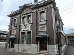 アイスクリーム屋さんの前は旧森田銀行本店