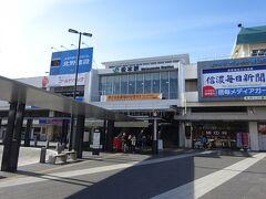 松本駅。停車時間があるので、駅前に出てみた。 中央線沿線に住んでいて、中央線を使わないのに松本にいるのはなんだか変な感じ(笑)