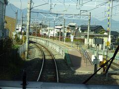 松本から信濃大町までは、戦前は「信濃鉄道」という地方私鉄だった。 その関係か、短い間隔で駅があり、各駅の規模も必要最小限である。  (余談) 信濃大町から糸魚川までは国鉄が建設。 「大糸線」の名前は信濃「大」町と「糸」魚川からとっている。