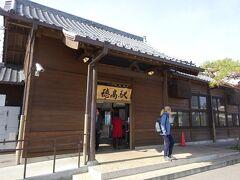 穂高駅。 写真にも写っているように、外国人観光客もちらほら見かける。 (欧米系がほとんどだったような気がする)