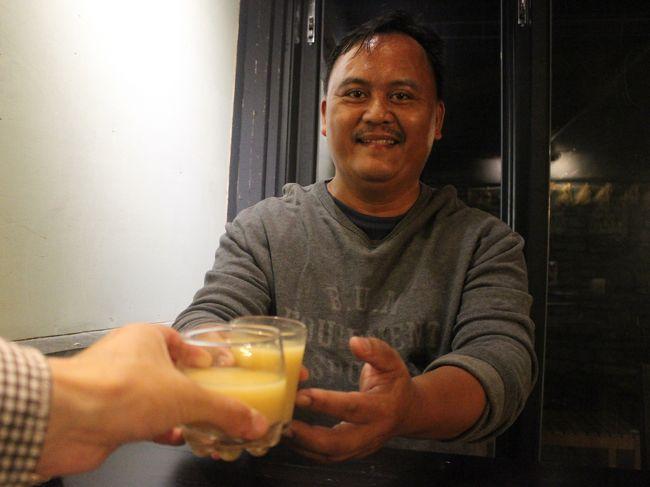 宿の主人。<br /><br />ひとり旅ならと、食事中ずっと話に付き合ってくれた。<br /><br />自家製アワ酒で乾杯。
