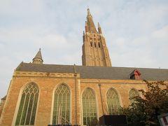 聖母教会  ひときわ高い塔が目印。