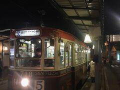 キャリーバッグをガラガラ引いて、市電の函館駅から十字街に移動します。