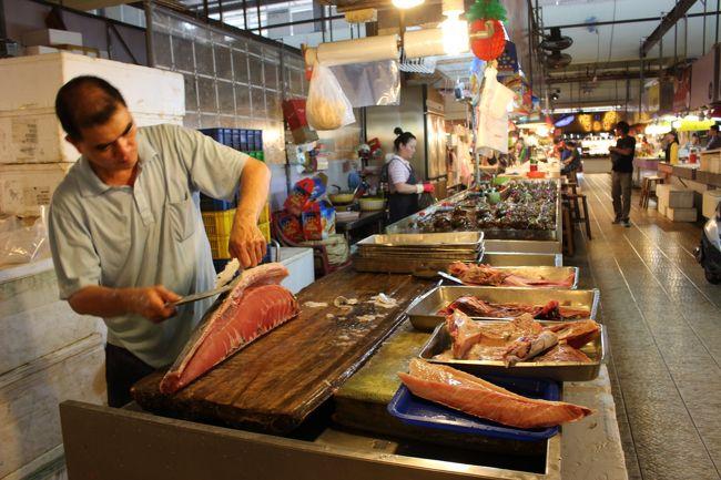 新鮮な海鮮物が並ぶ。