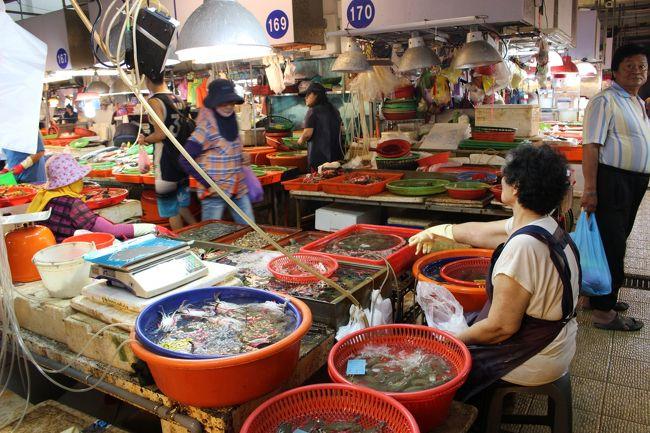 東岸の市場。<br /><br />小琉球行きのフェリー乗り場のすぐ脇。
