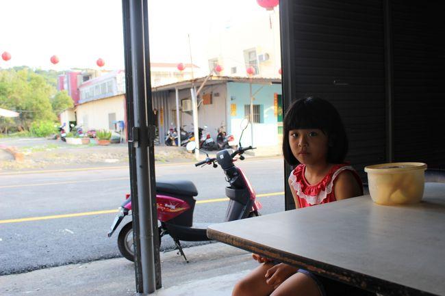 島の中にあるお店。<br /><br />店番してる女の子。