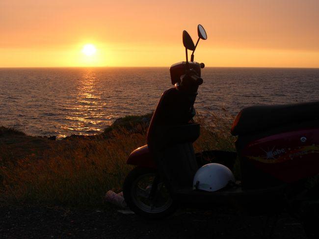 島一周。<br /><br />夕日が綺麗に見えるスポットで腰を下ろしてただ時間が過ぎるのを楽しむ。<br /><br />日本にいると、なかなかこういうチャンスがない。