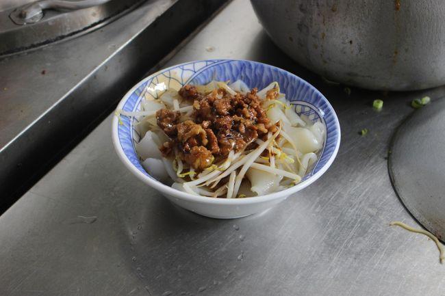 幅広の麺に、もやしとひき肉がのったやつ。<br /><br />TWD50≒200円<br /><br />ウマい。こういう庶民料理が本当にウマい。