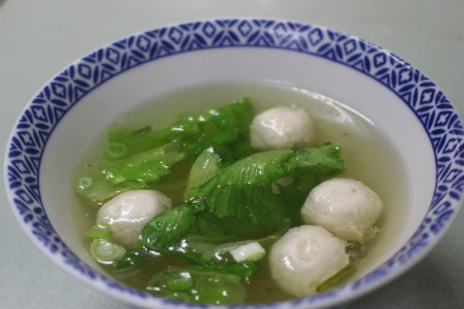 魚肉団子と野菜のスープ。<br /><br />TWD30≒120円<br /><br />ダイビング後にはたまりません。