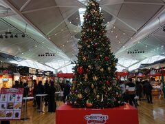 12月22日  セントレアにきました~。 すっかりクリスマスモードです。  宮崎まで飛行機で行きます!