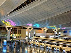 10月12日(Fri)  おはようございます。 今回のフライト、早朝5時に出発するタイガーエア。近い台湾とは言え国際線なので2時間前に着いていることを考えたら、公共交通機関では厳しいのでタクシーにて羽田空港着。 家を出発したのは真夜中2時過ぎ@@;寝てないしさすがに眠いなぁ~ がら~んとあんまり人がおりませぬ(笑)
