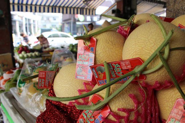 よく見ると「メロン」の文字。<br /><br />台湾ではよく日本語を見かける。<br /><br />地元で消費される商品にも。<br /><br />日本語はもはや、ブランドなのか?
