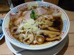 こちらもお初天神通りにあるサバ6製麺所です Instagramでラーメンの写真を漁っている時に気になって行ってみました。 鯖出汁の効いた醤油ラーメンです。 大阪に何店舗かあります。