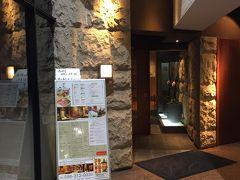 仕事を終えて夕食で訪れた「Japanese Cuisine 菜な 熊本店」の入り口付近