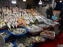 ガラタ橋を渡った先は、カラキョイ。 冬の魚市場、眺めるだけで幸せな気分に。  カラキョイからは、トラムでカバタシュへ行き、そこでフニキュレルに乗り換えてタクシムへ。