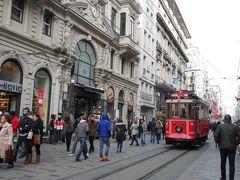 腹ごしらえの後は、イスティクラール通り(İstiklal Caddesi)を歩きながら、宿泊先のペラ・パレスホテル向かいます。