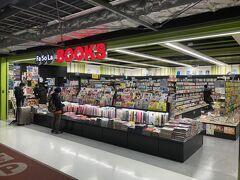 第3ターミナルにはコンビニエンスストアも本屋さんもあります。ちょうど読み終わりそうだったので1冊追加購入。