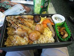朝食は上野で購入した秋田駅弁「秋田比内地鶏こだわり鶏めし」(1,000円)です。秋田ならではの食材がたくさん入っていて、おいしくいただけました。  http://www.sekineya.jp/?page_id=192