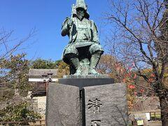 二日目は朝から熊本城へ。入り口には加藤清正公像が!