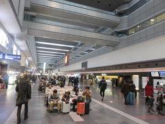 2015年1月5日。午前8時前の羽田空港。 月曜日のこの日が仕事始めの人が多かったらしく、帰省のUターンラッシュも一段落して、目立った混雑はありませんでした。