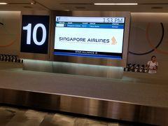 入国審査は15分程で通過し、荷物は10番回転台で受け取りました。