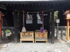 熊野皇大神社長野県、熊野大社群馬県で社殿が県境にあります