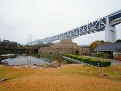 小雨が降り霧が立ちこめる瀬戸大橋を渡り瀬戸大橋記念館へ♪