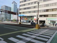 ホテルの目の前にある伊予鉄道市内線(路面電車)の西堀端という停留所から電車に乗ります。