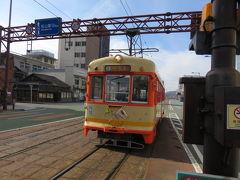 伊予鉄道には路面電車の市内線と、さきほど踏切を渡った郊外電車があります。