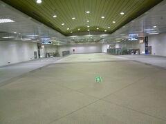 鼓山駅:地下、ガランとして殺風景でした
