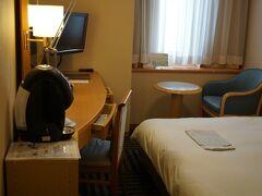 客室は1泊5,000円でとった ワシントンなのですけど、 窓の外を見ると・・・