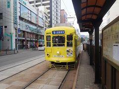 長崎電鉄(長崎電気軌道)の駅を探して少し彷徨い歩いて見つけた観光通り電停。 上の写真の位置からだと最寄りは築町電停(現新地中華街電停)で、そこから2駅分彷徨ったことになりますが、と言っても10分~15分くらい歩いただけです。