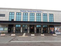 ヴェローナ ポルタ ヌオーヴァ駅に到着しました。  さて、バスの運賃をどう払うのか、そもそも目的地までどのように行くのか、全く分かりませんw
