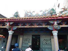 海洋広場から道を挟んで反対側にも、寺院がありました。