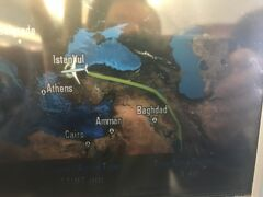 ドーハ出発から約4時間30分でイスタンブール(アタチュルク空港)に到着。アタチュルク国際空港に降りるのは新設のイスタンブール国際空港が今後、メイン空港に以降する為、最後になるかも知れませんネ。