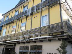 草津温泉は、お天気が良かったです。 今晩泊まる山の湯ホテルです。 お正月でも1泊9000円で、無料の朝食付きです。 これはありがたい価格でした。