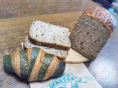 カフェA Factoryにてパン購入