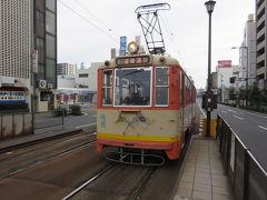 警察署前停留所から伊予鉄市内電車に乗って。
