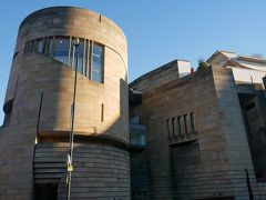 ここはスコットランド国立博物館。 あの有名なクローン羊のドリーが収蔵されています。
