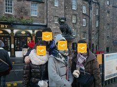 Greyfriars Bobbyの像がさらにそのPUBの前に建っています。みんながお鼻を触るらしく、お鼻ぴっかぴか(笑)